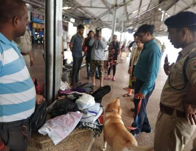 जिला गोरखपुर रेलवे स्टेशन पर बम की सूचना से खलबली, सघन तलाशी