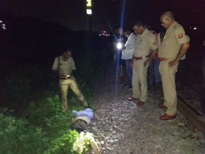 उन्नाव जिला ट्रेन से गिरकर युवक की मौत दो घंटे तक नही पहुची पुलिस ।