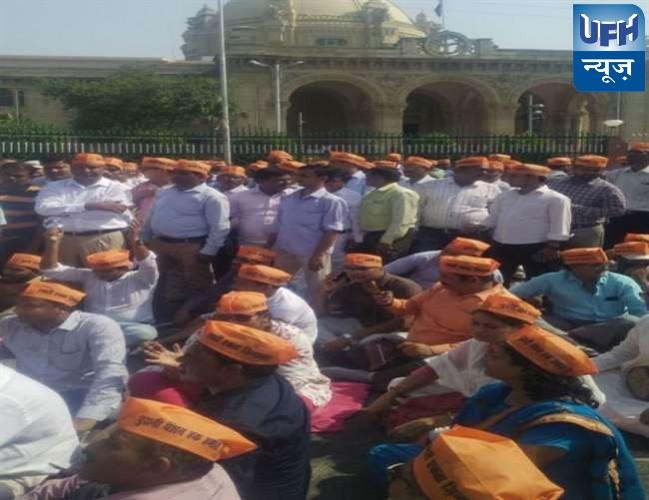 राजधानी लखनऊ में पुरानी पेंशन योजना बहाली लेकर डिप्टी सीएम डॉ. दिनेश शर्मा व कर्मचारियों के बीच वार्ता विफल