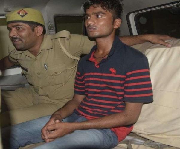 लखनऊ के  ठाकुरगंज में दो भाइयों की हत्या का आरोपित पुलिस से घिरा तो खुद को मार ली गोली