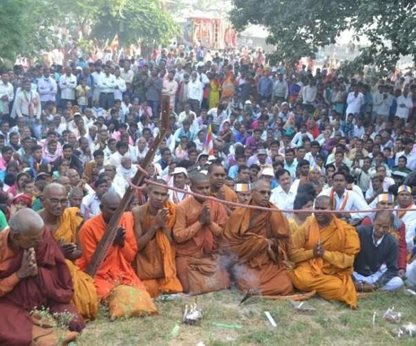 फर्रुखाबाद के संकिसा महोत्सव में बौद्ध और सनातनधर्मियों में जवाबी नारेबाजी