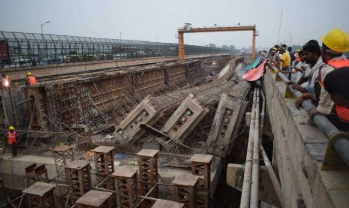 जिला आगरा में यमुना पर निर्माणाधीन पुल के गर्डर गिरे, बड़ा हादसा टला