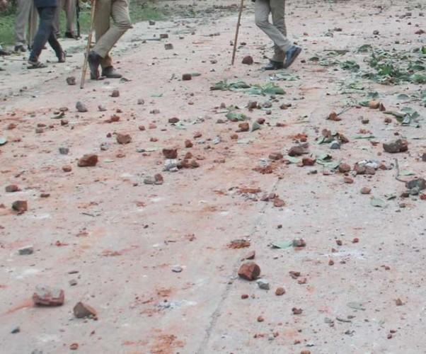 जिला अलीगढ़ में दीपावली पर युवती से छेड़छाड़, पथराव के साथ जमकर फायरिंग