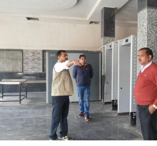 मथुरा के रेलवे स्टेशन के अंदर बिना चेकिंग के प्लेटफार्म पर प्रवेश नहीं कर सकेंगे कोई यात्री