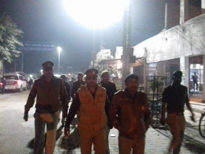 थाना प्रभारी राकेश कुमार और सीओ रिफाइनरी ने किया पैदल फ्लैग मार्च