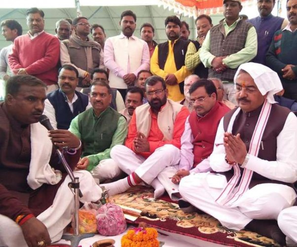 उप मुख्यमंत्री केशव प्रसाद मौर्य ने वैदिक मंत्रोच्चार के साथ झूंसी के अंदावा में भूमि पूजन किया
