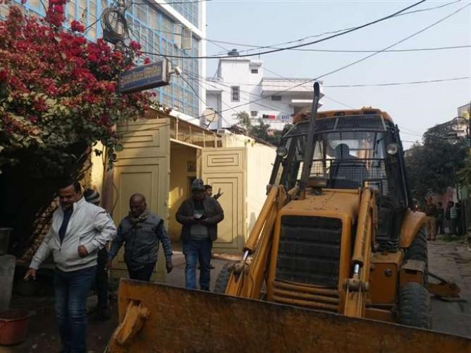 वाराणसी मे अवैध अतिक्रमण हटाने के विरोध में वीडीए दस्ते पर हमला, भाजपा नेता गिरफ्तार