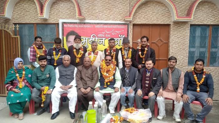 अलीगढ़-:मुबीन खान समाजवादी पार्टी छोड़ दर्जनों कार्यकर्ताओं के साथ प्रगतिशील समाजवादी पार्टी की सदस्यता ग्रहण की पार्टी के लोगों ने किया उनका भव्य स्वागत
