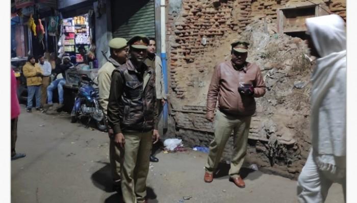 मथुरा के बलदेव थाना पुलिस ने कस्बे में लगाई गश्त