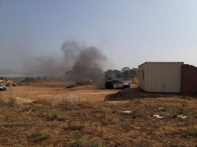 जिला सोनभद्र के कोन में बालू खनन को लेकर ग्रामीणों ने किया बवाल, जबर्दस्त आगजनी