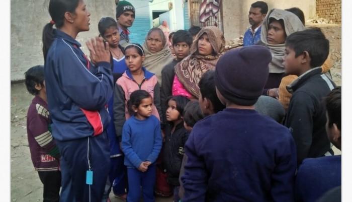 मथुरा मैं नवचेतन आह्वान संस्था ने बच्चों को स्कूल भेजने को किया जागरूक