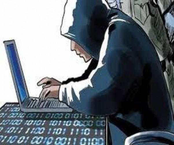 लखनऊ मे साइबर जालसाजों ने पूर्व डीजी के खाते से उड़ाए आठ हजार