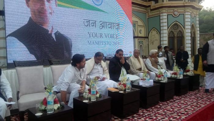 पी. चिदंबरम कांग्रेस घोषणा-पत्र पर कार्यकर्ताओं संग मंथन करने वाराणसी पहुंचे