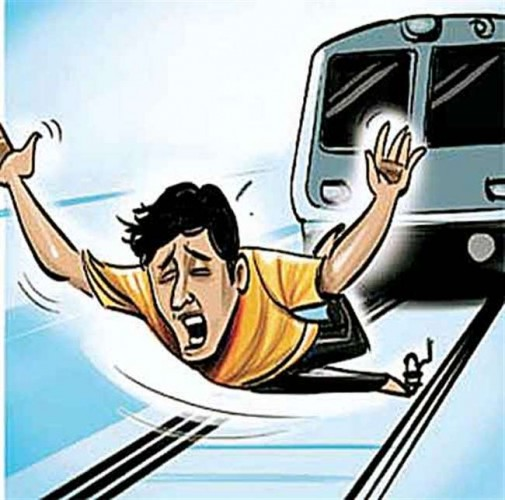 कानपुर मे पटरी पर लेट गया नशेबाज युवक और आ गई मालगाड़ी, बच गई उसकी जान