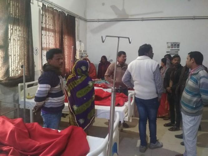 मऊ और गाजीपुर जिले में गणतंत्र दिवस समारोह में दो स्कूलों में उतरा करेंट, पांच लोग झुलसे, एक वाराणसी रेफर