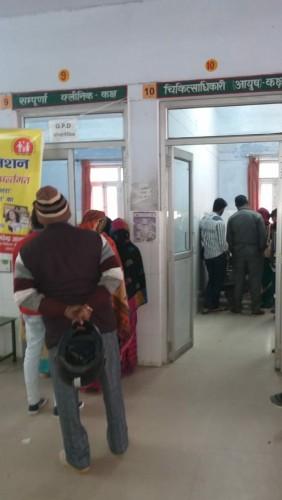 मौसम बदलते ही मोहनलालगंज सीएचसी पर बढ़ी रोगियों की संख्या