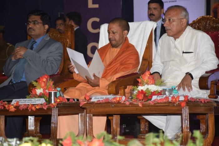 वाराणसी में मुख्यमंत्री योगी आदित्यनाथ ने किया सचल कंप्यूटर पाठशाला का उद् घाटन , इंजीनियरों को किया संबोधित