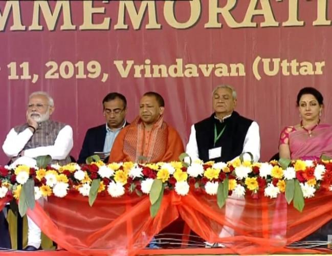 मथुरा में पीएम नरेंद्र मोदी ने कहा- कुम्भ के मेले ने देश को स्वच्छता का संदेश देने में सफलता पाई