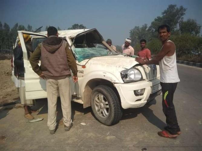 कानपुर के महाराजपुर में स्कॉर्पियो पलटने से कुंभ से लौट रहे पांच साधु घायल