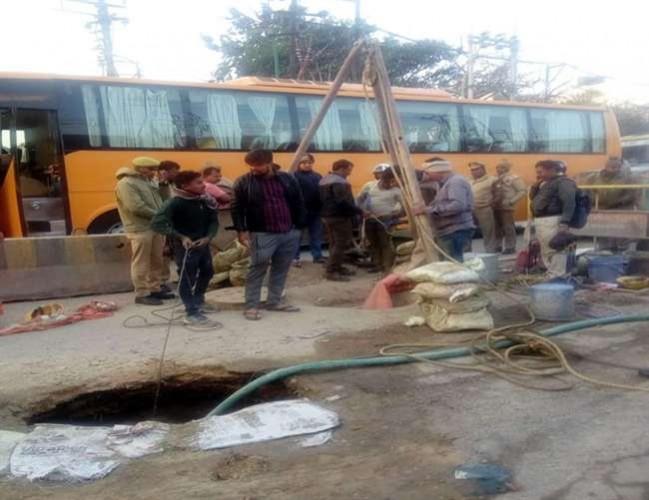 जिला वाराणसी में सीवर टैंक की सफाई करने उतरे दो मजदूरों ने दम तोड़ा, खोजबीन के बाद मिले शव