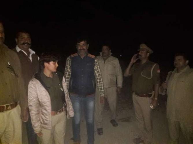वाराणसी के रामनगर में मुठभेड़ के दौरान 25 हजार का इनामी अंतरप्रांतीय डकैत घायल, गिरफ्तार