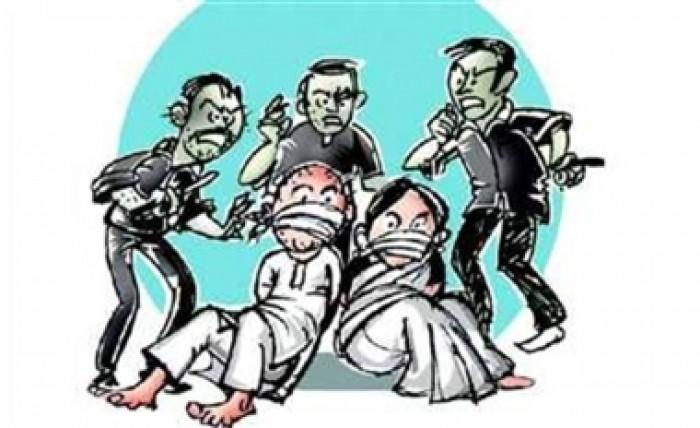 वाराणसी पुलिस ने रेडलाइट एरिया में छापेमारी कर युवती को कराया मुक्त, हिरासत में कई लोग
