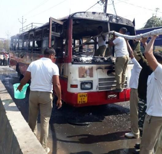 जिला वाराणसी में रोडवेज बस में लगी आग, क्षेत्र में हड़कंप, कडी मशक्कत के बाद बुझी आग