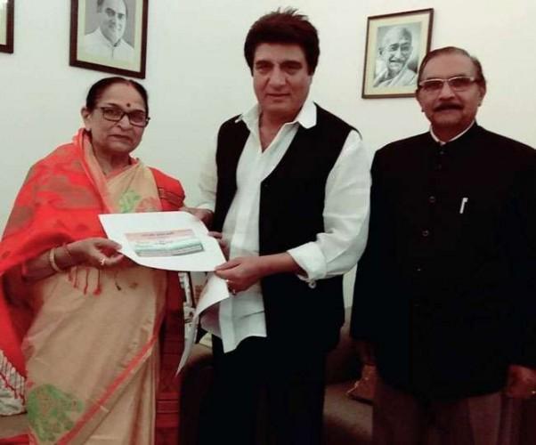 भाजपा छोड़कर पूर्व मंत्री ओमवती और उनके पति सेवानिवृत्त आइएएस आरके सिंह कांग्रेस में शामिल