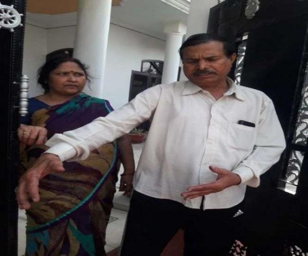 लखनऊ मे सेना के अधिकारी की पत्नी से चेन स्नैचिंग, CC फुटेज में कैद घटना