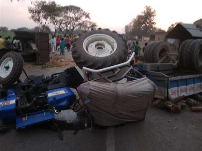 जिला मीरजापुर में आमने-सामने भिड़े ट्रैक्टर, तीन लोगों की मौत, दो दर्जन गंभीर रूप से घायल