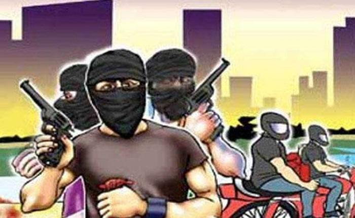 जिला उन्नाव में दिन दहाड़े भाजपा नेता के बेटे को गोली मारकर 8.60 लाख की लूट