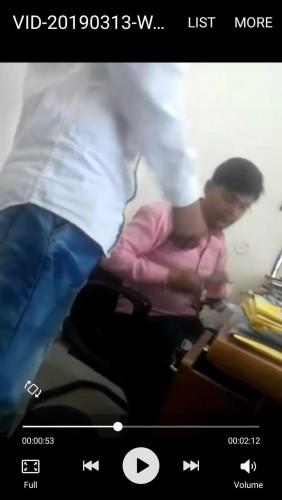बिजली विभाग के जे ई का घूस वीडियो वायरल होने से विभाग में हड़कंप