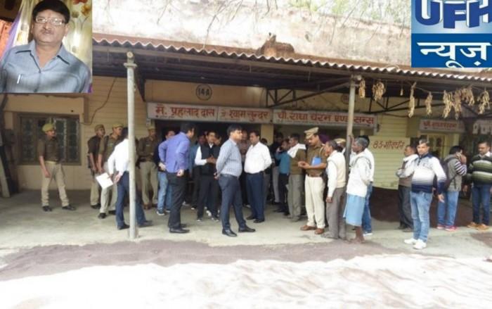 मथुरा में चुनाव की व्यवस्थाओं को देखने मंडी समिति पहुंचे डीएम एसएसपी  मंडी सचिव मिले नदारद सख्त चेतावनी