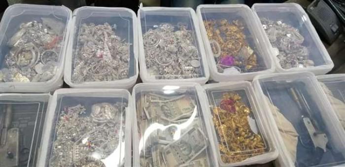 जिला आजमगढ में सराफा व्यवसाई लूट का पर्दाफाश, 54 लाख के जेवर व एक लाख नगद बरामद