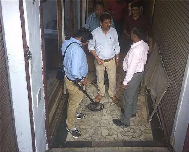 पुलिस कंट्रोल रूम में शांतिनिकेतन स्वीट्स को बम से उड़ाने की धमकी