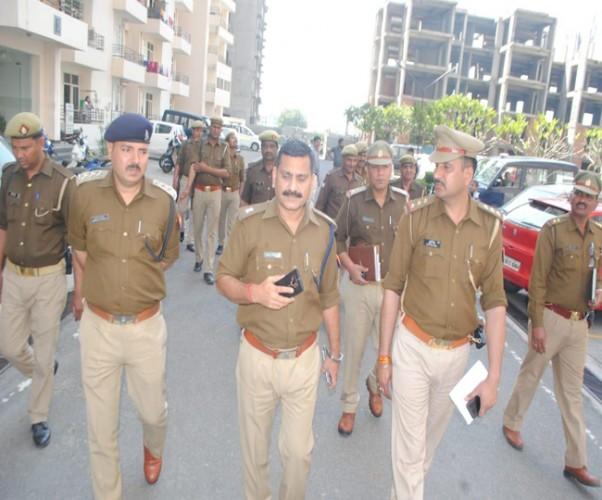 मेरठ मे प्रॉपर्टी डीलर की हत्याकर शव सातवीं मंजिल से फेंका, अवैध संबंधों का आरोप