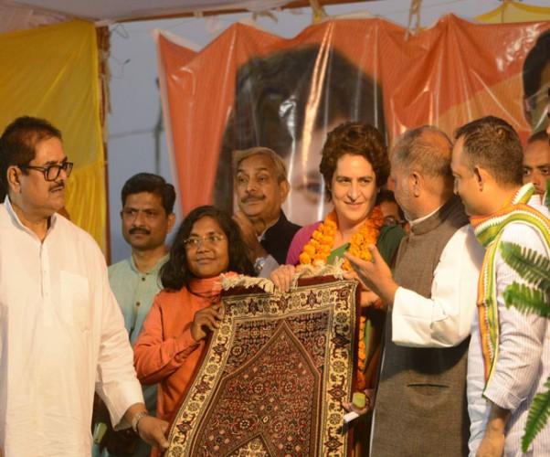 प्रियंका गांधी ने कहा 56 इंच के सीने वाले ने नहीं पूरे किए वादे