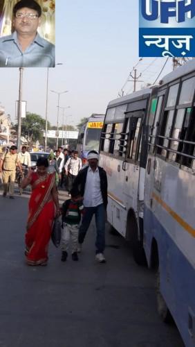 मथुरा के गोवर्धन तिराहे पर पुलिस की नाक के नीचे डग्गेमार बाहनों के द्वारा रोड जाम तो किया जा रहा है साथ ही श्रद्धालुओं की जेब कटाई का धंधा