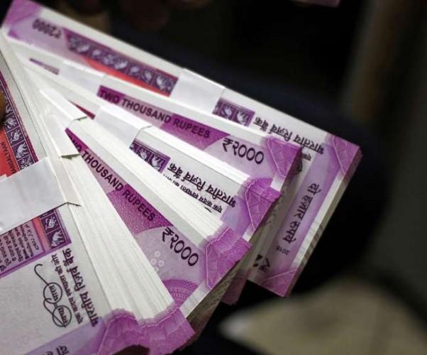 कानपुर मे स्टेटिक टीम ने सफारी सवार पांच युवतियों से बरामद किए 2.34 लाख रुपये, जांच जारी