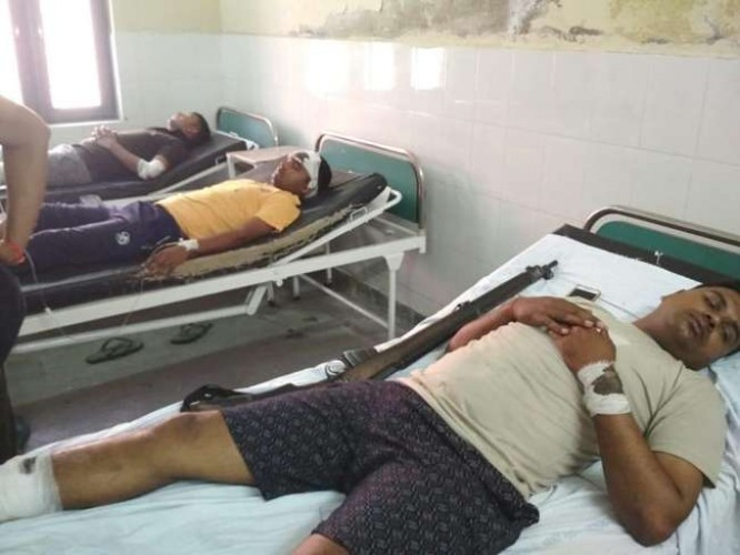 फतेहपुर से हापुड़ जा रही बस हाथरस में ट्रक से टकराई, जौनपुर के 11 पुलिस कर्मी घायल