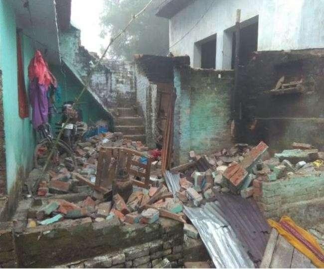 सिद्धार्थनगर में लड़की भगाने पर लड़की पछ वालो ने घर गिराया फिर की पिटाई