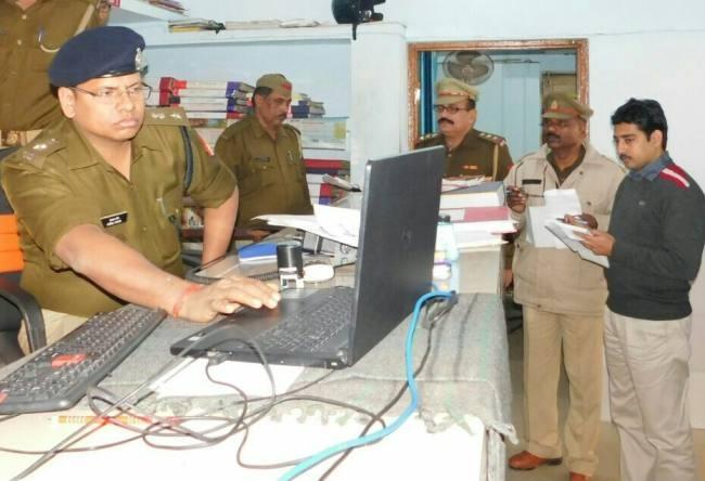 संतकबीर नगर मे एसपी हेमराज मीणा ने कोतवाली की जांच कर एसपी ने दी चेतावनी