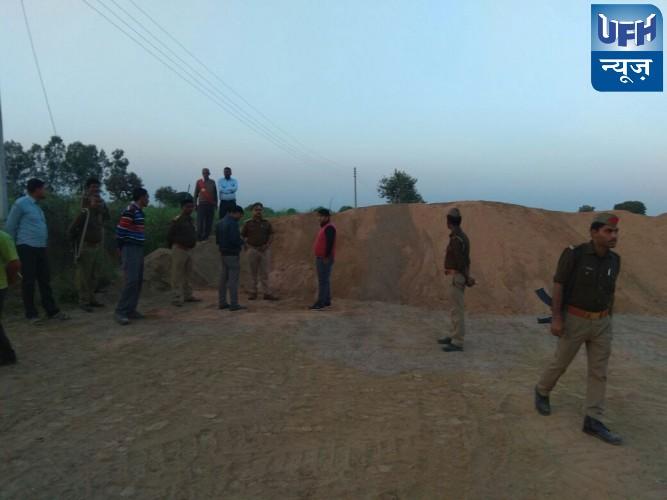 महोबा जनपद के पनवाड़ी थाना क्षेत्र मे अवैध बालू डंप पर SDM कुलपहाड़ का पड़ा छापा