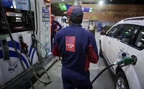 कानपुर के रतनलाल नगर में पेट्रोल पम्प पर ग्राहक ने पकड़ी सरेआम बेईमानी