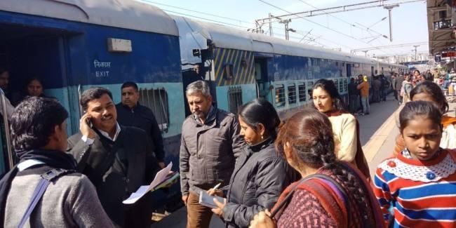 सहारनपुर मे रेलवे स्टेशन पर एसीएम ने मारा छापा, 85 बेटिकट पकड़े