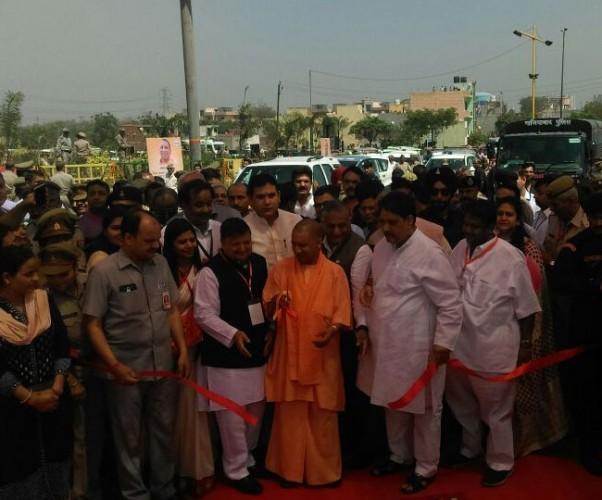 योगी ने किया देश की सबसे लंबी एलिवेटेड रोड का उद्घाटन, यूपी से दिल्ली सिर्फ 15 मिनट दूर