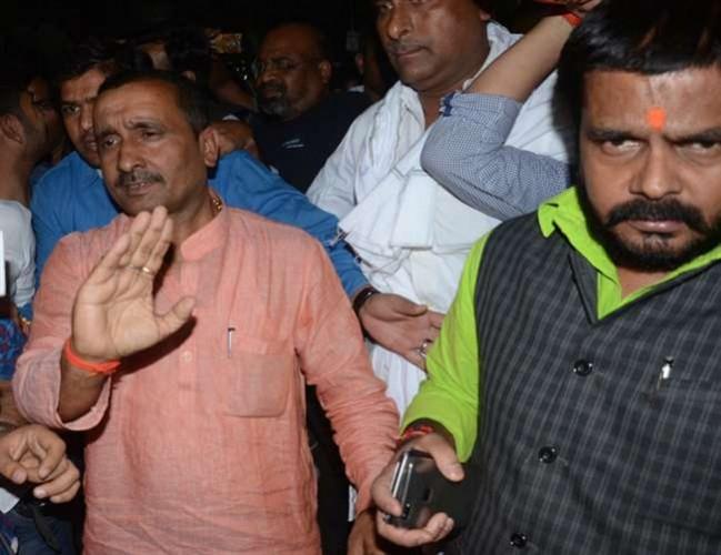 भाजपा विधायक सुरेंद्र सिंह ने विवादित बयान दिया तीन-चार बच्चों की मां से दुष्कर्म संभव नहीं