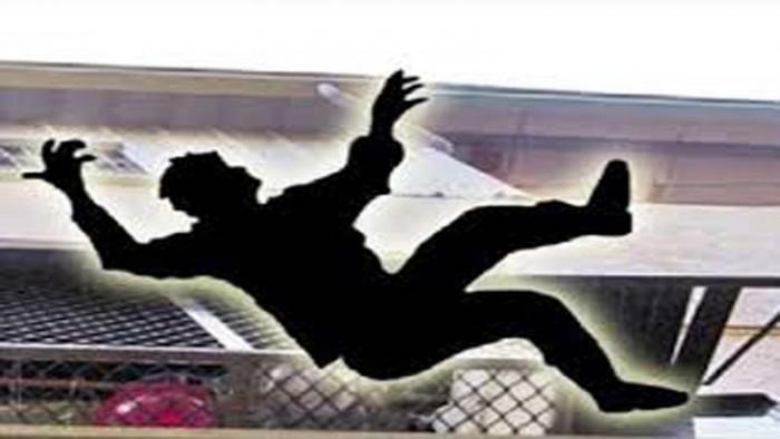 जनपद गाजियाबाद में स्कूल की छत गिरी, दो बच्चे घायल