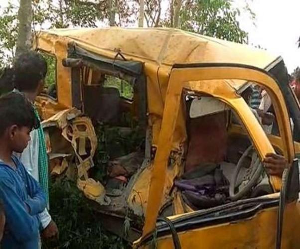 कुशीनगर में रेलवे क्रॉसिंग पर ट्रेन-स्कूल वैन की टक्कर में 18 की गई जान, मृतक में 16 बच्चे