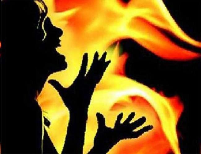 कौशांबी जिले में दहेजलोभी पति ने बेटी और गर्भवती पत्नी को जिंदा जला दिया